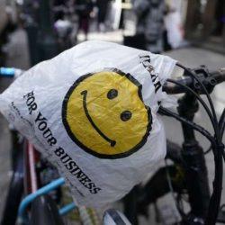 Nova York se tornar o terceiro estado dos EUA a proibir os sacos não biodegradáveis